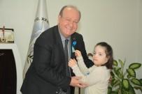 MESUT ÖZAKCAN - Öğrencilerden Başkan Özakcan'a Mavi Kurdele