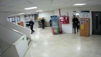 Silahlı Saldırgan Belediyeyi Bastı