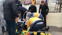 HÜRRİYET MAHALLESİ - Bilecik'te Otomobil İle Motosiklet Çarpıştı; 1 Yaralı