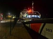 SAĞLIK PERSONELİ - Gökçeada'da Bir Hastanın Tıbbi Tahliyesi Sahil Güvenlik Botuyla Yapıldı