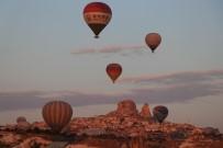 YABANCI TURİST - Kapadokya Bölgesini Kasım Ayında 203 Bin 905 Turist Ziyaret Etti
