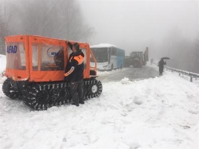 Kartepe'de Karda Kalan 2 Otobüsteki 75 Kişiyi AFAD Ekipleri Kurtardı
