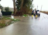 KAZANLı - Mersin'de Yağmur Suları Tahliye Ediliyor, Su Kanalları Islah Ediliyor