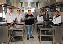 MESLEK LİSELERİ - Çeşmeli Öğrencinin Damla Sakızı Ve Arapsaçı İle Yaptığı Karides Yemeği Altın Madalya Kazandı