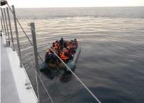 Dikili'de 45 Göçmen Ölüme Yolculukta Yakalandı