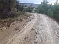 ALI BOZKURT - Hasta Almaya Giden Ambulans Çamura Saplandı, Traktörle Kurtarıldı