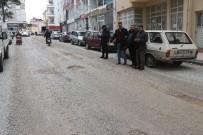 ALT YAPI ÇALIŞMASI - Mahalleli Yollarına Asfalt İstiyor