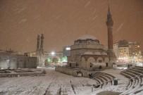 YAĞIŞLI HAVA - Sivas'ta Kar Yağışı Etkili Oluyor