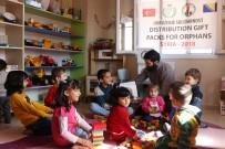 DİŞ FIRÇASI - Suriyeli Yetimlere 'Çocuk Paketi' Dağıtıldı