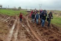 ÖĞRENCİ SERVİSİ - Çamurlu Yollarda Eşek Sırtında Okula Gitmeye Çalışıyorlar