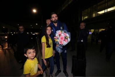 Fenerbahçe'ye İzmir'de Çiçekli Karşılama