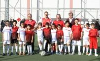 GENÇLİK VE SPOR İL MÜDÜRÜ - Futbolcu Vekil Alpay, Türk Ve Suriyeli Çocuklarla Sahaya Çıktı