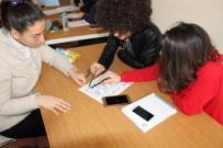Gençler Hem İngilizce Öğreniyor, Hemde Eğleniyorlar