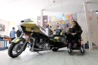 AKÜLÜ SANDALYE - İstanbul Harley Sahipleri Derneği, İhtiyaç Sahibi Engellilere Tekerlekli Ve Akülü Sandalye Bağışladı