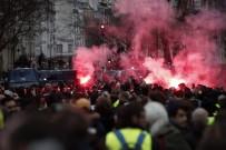 GÖZ YAŞARTICI GAZ - Paris'teki 'Sarı Yelekliler' Eylemi Açıklaması 55 Yaralı