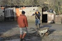 SU BASKINI - Su Basan Mahallede Temizleme Çalışmaları Sürüyor