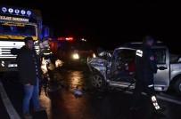 SEBZE YÜKLÜ KAMYON - Antalya'da Kamyonet, Sebze Yüklü Kamyon İle Çarpıştı Açıklaması 1 Ölü, 2 Yaralı