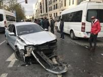 TRAFİK YOĞUNLUĞU - Beyoğlu'nda Alkollü Sürücü Minibüse Ve Vatandaşlara Çarptı Açıklaması 3 Yaralı
