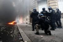 FRANSA CUMHURBAŞKANI - Fransa'daki Eylemlerde Bin 723 Kişi Gözaltına Alındı