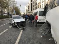 TRAFİK YOĞUNLUĞU - Otomobil Minibüse Ve Vatandaşlara Çarptı Açıklaması 3 Yaralı