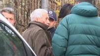 YAŞLI ADAM - Soru Sorma Bahanesiyle Aracına Aldığı Yaşlı Adamı Gasp Etti