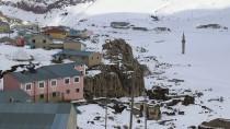 BUZ KÜTLESİ - Buz Tutan Barajdaki Minare İlgi Görüyor
