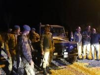 CEPHANELİK - Askerlere Vatandaşlardan Sevgi Gösterisi