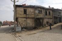 TARİHİ BİNA - Bu Bina Tehlike Saçıyor