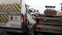 İŞÇİ SERVİSİ - Kocaeli'de Tırla İşçi Servisi Çarpıştı Açıklaması 9 Yaralı