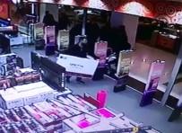 GÜVEN TİMLERİ - Mağazada Herkesin Gözü Önünde Dev Televizyonu Çaldı