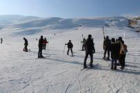 HAVA SICAKLIĞI - Çaldıran Kayak Merkezine Yoğun İlgi