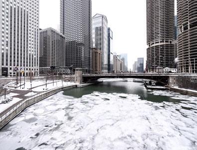 Chicago'yu vuran kar fırtınası etkili olmaya devam ediyor