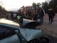 KANDIL - Denizli'de Hafif Ticari Araç Yol Kenarındaki Duvara Çarptı Açıklaması 7 Yaralı