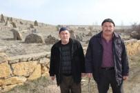 MEZAR TAŞI - Esrarengiz Taşlar Dikkat Çekiyor