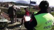 HÜSEYIN AVCı - Fethiye'de Otomobil Dereye Düştü Açıklaması 1 Ölü, 2 Yaralı