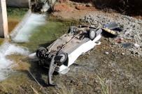 HÜSEYIN AVCı - Fethiye'de Otomobil Dereye Uçtu Açıklaması 1 Ölü, 2 Yaralı