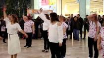 DANS GÖSTERİSİ - Kansere Dikkati Çekmek İçin Dans Ettiler