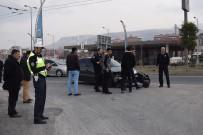 Otomobil Motosiklet İle Çarpıştı Açıklaması 2 Yaralı