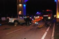 Otomobil Refüje Çarptı Açıklaması 1 Ölü, 2 Yaralı