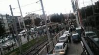 KAHVEHANE - T.M. Akhisarspor İle Bursaspor Taraftarı Arasında Çıkan Olayda İki Kişi Yaralandı