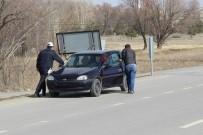 TRAFİK POLİSİ - Yolda Kalan Vatandaşın İmdadına Polis Yetişti