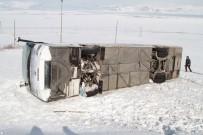 YOLCU OTOBÜSÜ - Ardahan'da Yolcu Otobüsü Şarampole Yuvarlandı Açıklaması 4 Yaralı