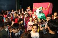 ÇAM SAKıZı - Başkan Özkan, Çocuklarla Tiyatro İzledi