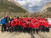 CENTİLMENLİK - Başkan Şahin Şampiyon Olan Takımı Tebrik Etti