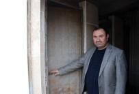 ŞAHIT - Caminin Çalınan Tuvalet Kapısı Bulundu