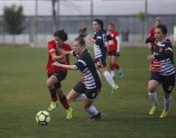 HÜSEYIN TÜRK - Döşemealtı Kadın Futbol Takımı Haftayı 3 Puanla Geçti