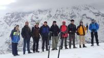 SÜMBÜL DAĞI - Hakkarili Dağcılardan Vatan Tepesi'ne Tırmanış