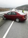 Kontrolden Çıkan Otomobil Bariyerlere Çarptı Açıklaması 2 Yaralı