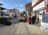 BAŞPıNAR - Otomobil Öğrenciye Çarptı Açıklaması1 Yaralı