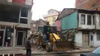 YIKIM ÇALIŞMALARI - Tehlike Arz Eden Metruk Binaların Yüzde 80'İnin Yıkımı Gerçekleştirildi